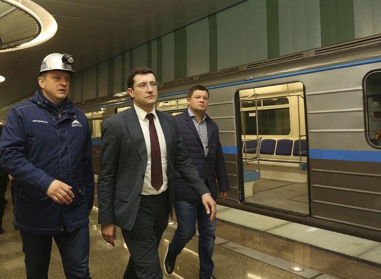 Глеб Никитин проехал на тестовом поезде метро от станции «Московская» до станции «Стрелка»