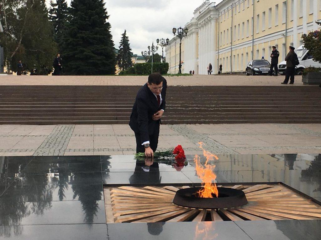 Глеб Никитин возложил цветы к Вечному огню в Нижегородском кремле