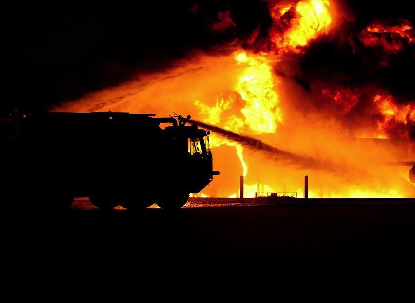 Квартира загорелась в многоэтажном доме в Нижнем Новгороде (видео)
