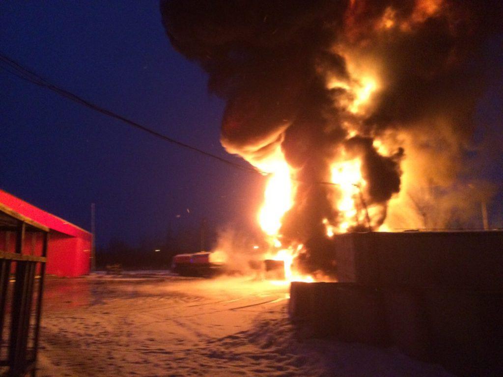 Бензовоз загорелся на автозаправке под Нижним Новгородом