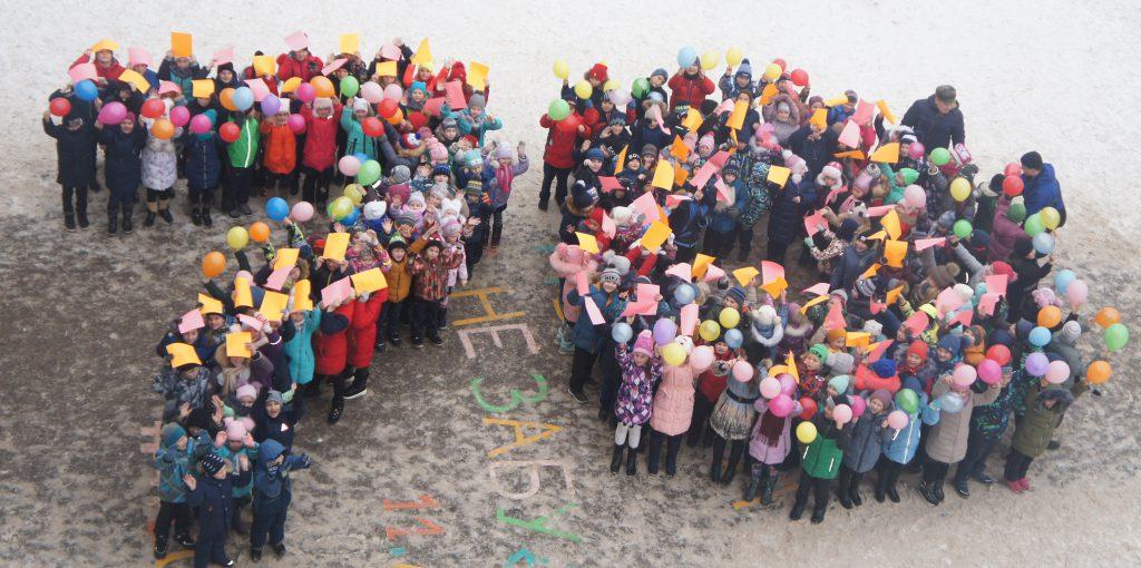 Нижегородские дети после урока встали цифрой 70