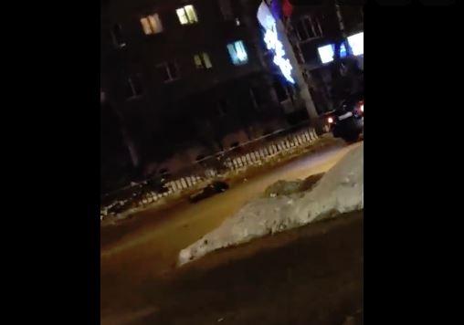 Водитель иномарки сбил двух пешеходов в Нижнем Новгороде (видео)