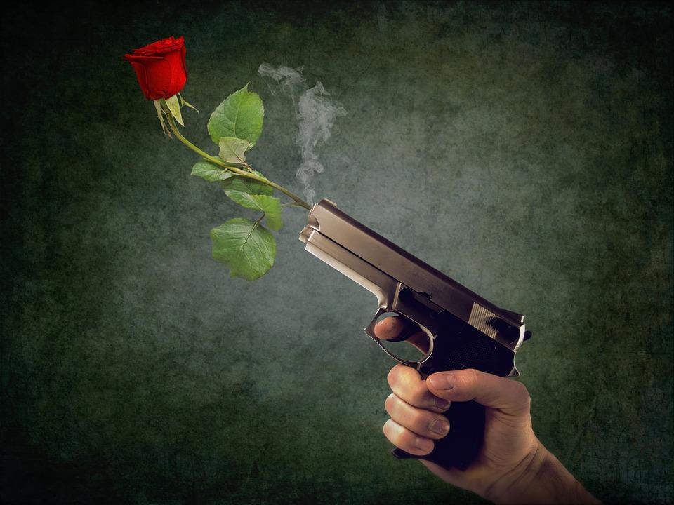 Нижегородский пенсионер пытался покорить возлюбленную при помощи пистолета