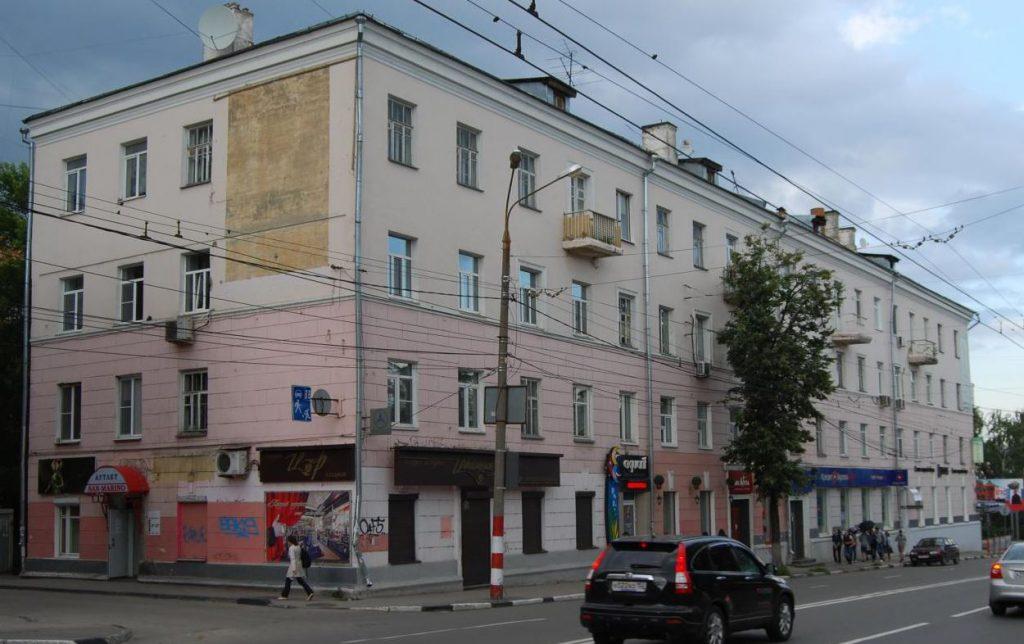 Водитель Lexus сбил двоих пешеходов в центре Нижнего Новгорода