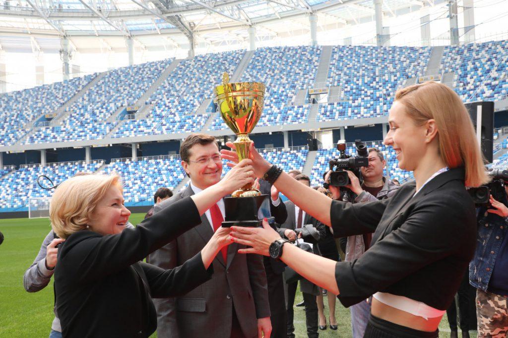 Глеб Никитин иОльга Голодец наградили волейболисток нижегородской «Спарты»
