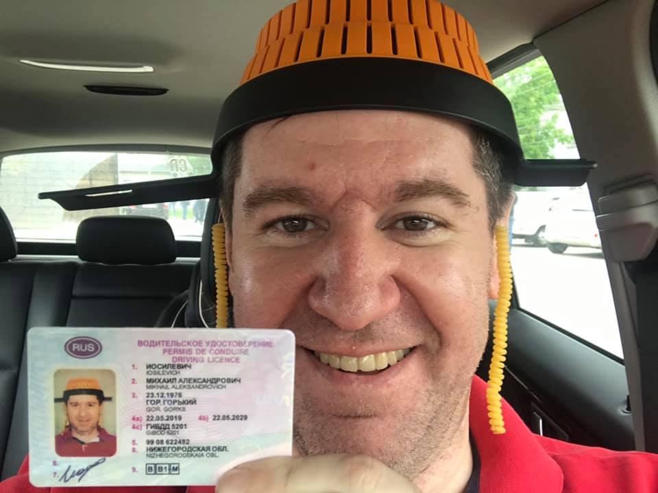 В ГИБДД прокомментировали выдачу удостоверения нижегородцу с дуршлагом на голове