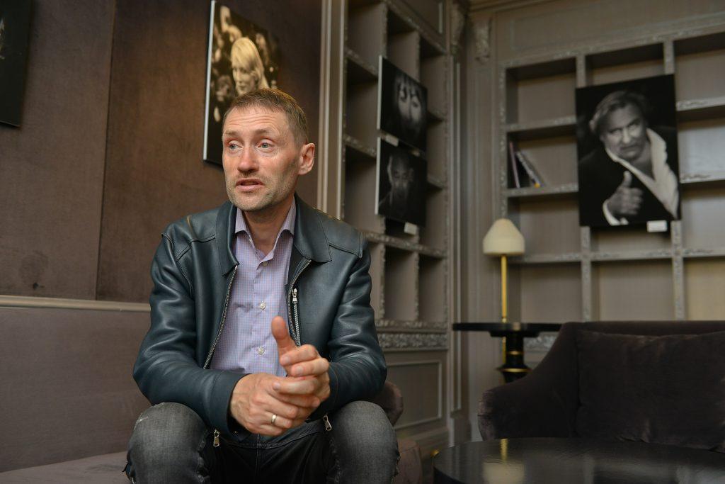 Денис Макаренко: «Однажды на Каннский фестиваль я пришёл в кроссовках. Охранник меня не пустил»