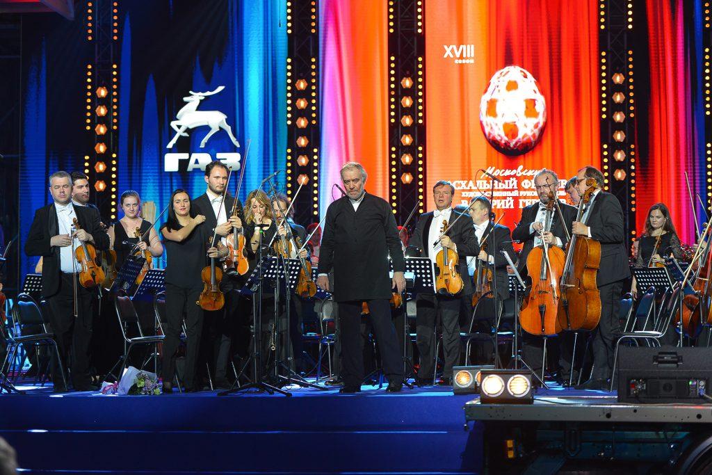 Валерий Гергиев и оркестр Мариинского театра дали концерт в цехе ГАЗа (ФОТО, ВИДЕО)