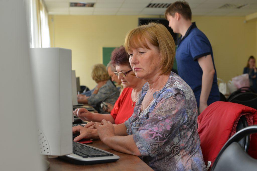 Активным пенсионерам помогут найти работу
