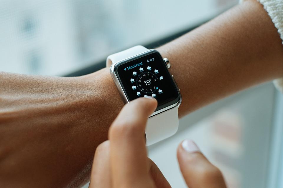 Жители ПФО стали чаще покупать умные часы и браслеты