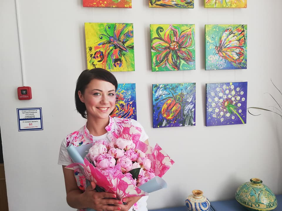 «Я научилась ценить жизнь по-настоящему». Первая в России выставка художницы с ВИЧ открылась в Нижнем Новгороде (ФОТО)