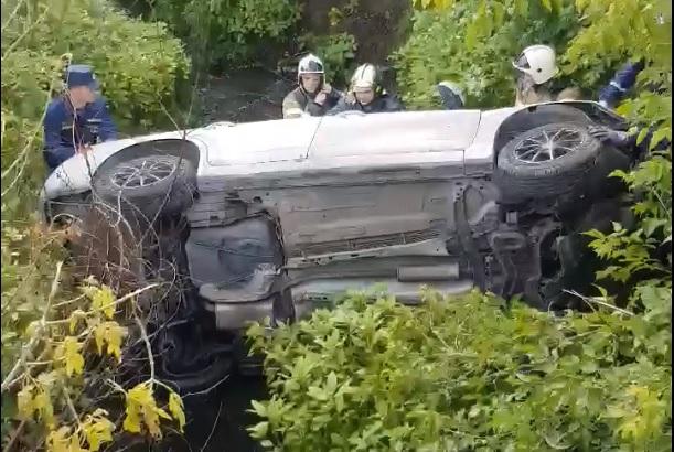 Машина улетела в реку в Нижнем Новгороде (видео)