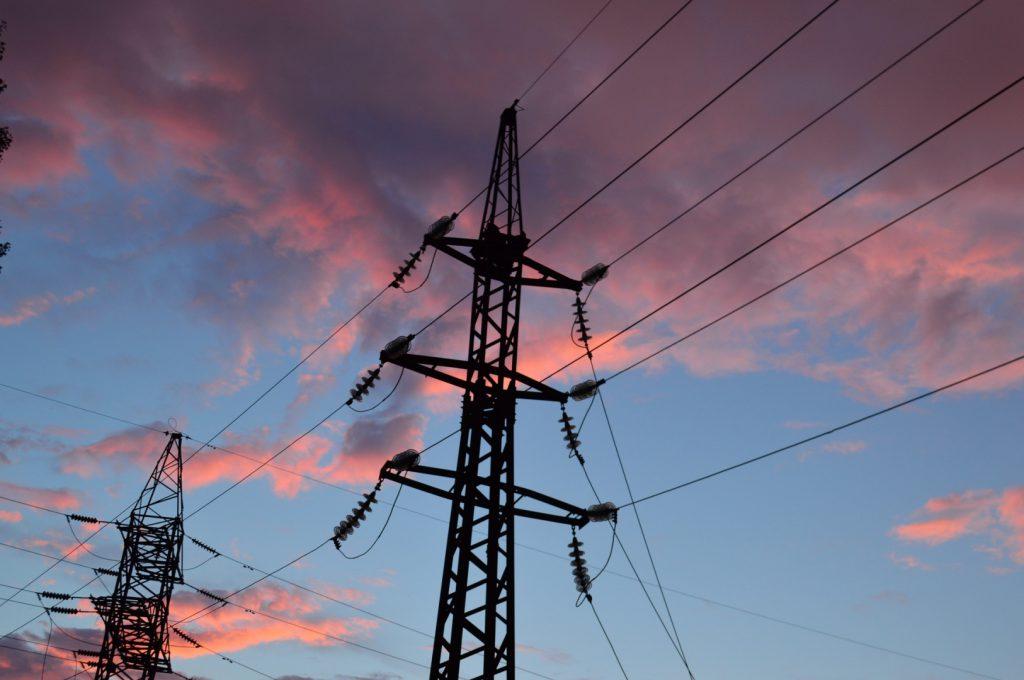 Энергетики рассказали, чем опасны селфи вблизи линий и опор электропередач