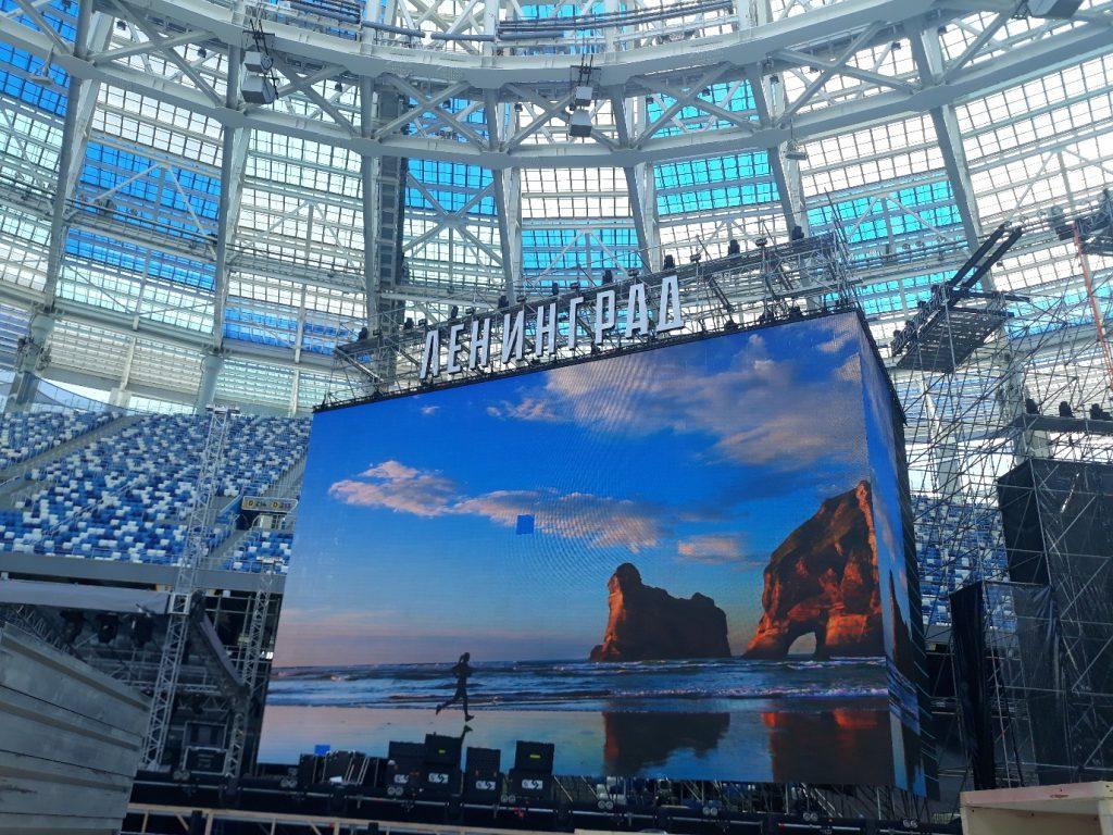 На стадионе «Нижний Новгород» установили сцену для концерта «Ленинграда»