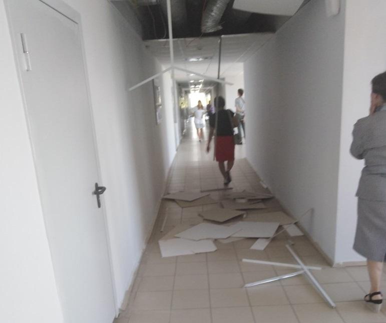 В поликлинике Дзержинска обрушился потолок: сотрудники винят взрывы на «Кристалле»
