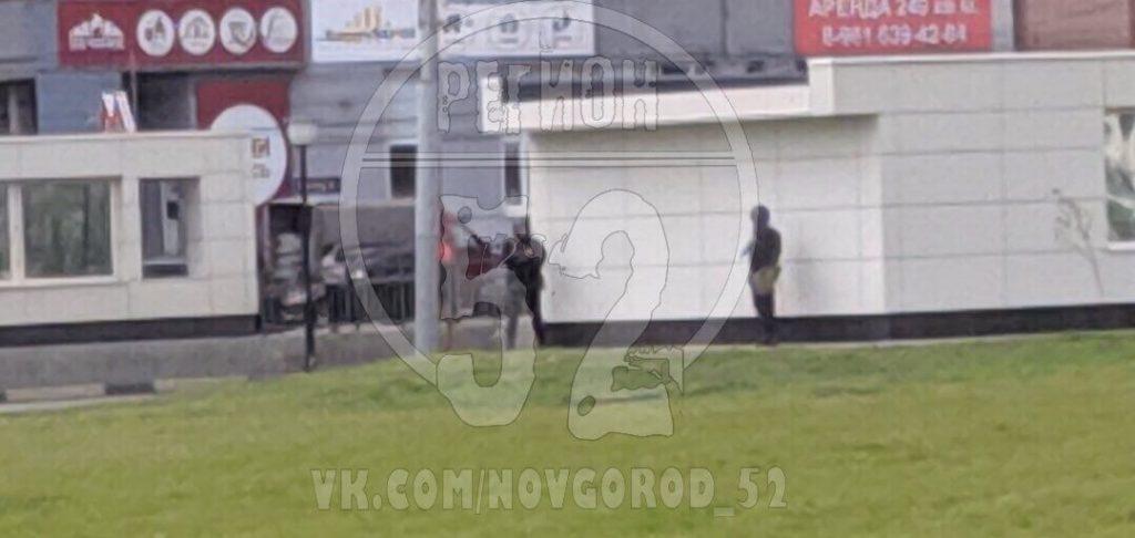 Без паники: на станции метро «Стрелка» полицейские в бронежилетах и с автоматами проводят учения