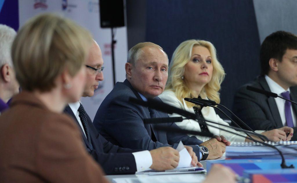 Переводчик с языка жестов и промышленность в дополненной реальности: Владимир Путин встретился с талантливыми нижегородцами