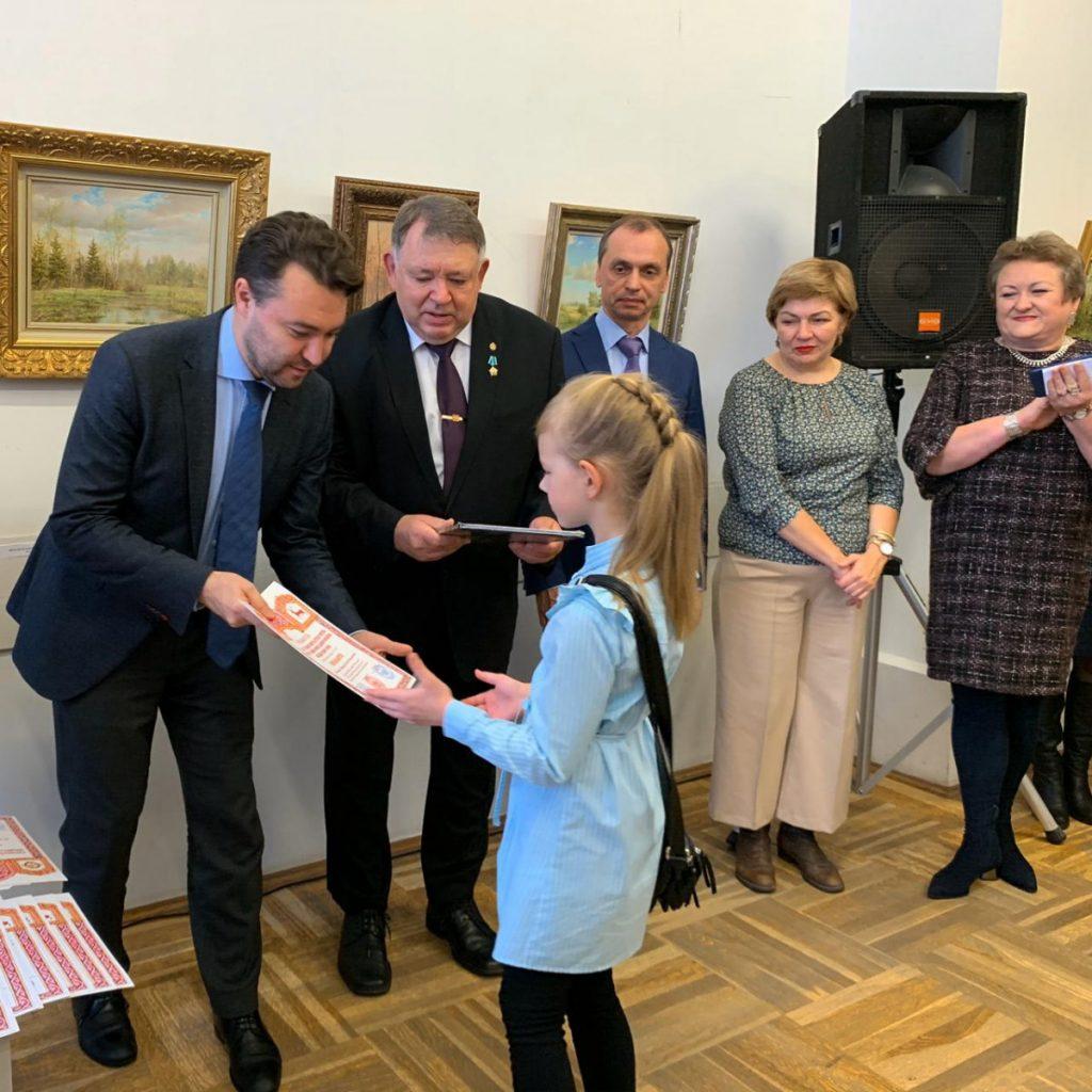 Выставка победителей регионального конкурса детского рисунка «Пейзажи родного края» открылась вНГВК