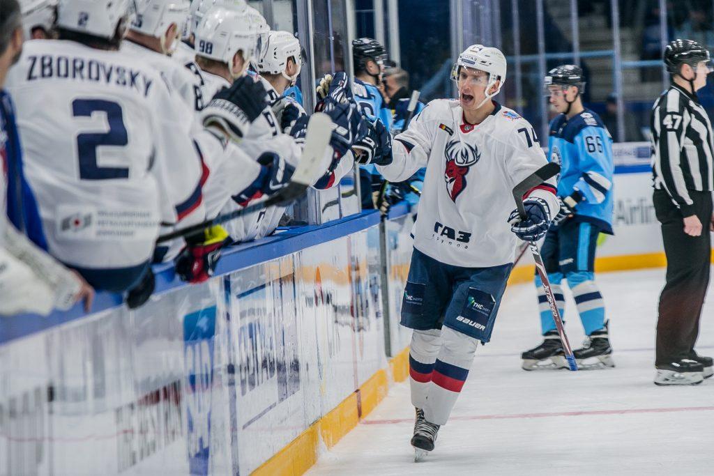 ХК «Торпедо» победил в Новосибирске, забив четыре шайбы за 11 минут