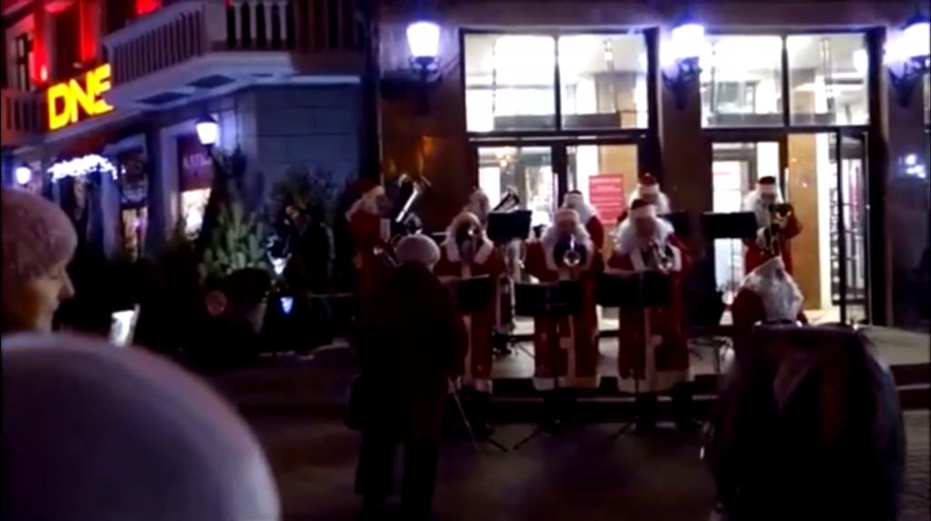 Видео дня: нижегородские музыканты выступили с уличным концертом в центре Сормово