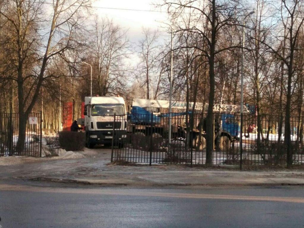 Туалет за пять миллионов рублей увезли из парка Дзержинска